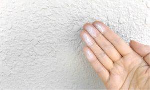 チョーキング現象とは?原因と塗装の必要性をわかりやすく解説