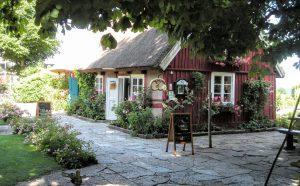 スウェーデンハウスの外壁メンテナンスは塗装専門店でできる?