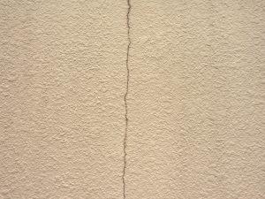 外壁のひび割れ(クラック)の種類と補修方法