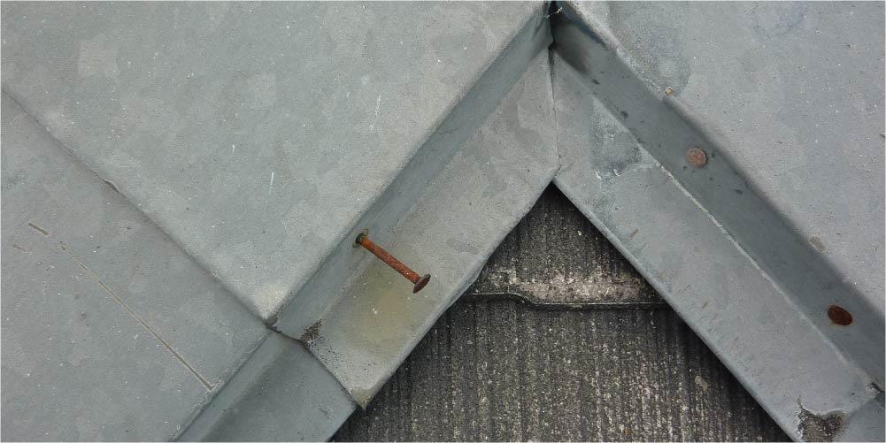 屋根板金の釘の浮き